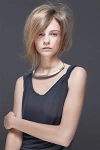 Coupe Cheveux Avec Frange : coiffures coupe avec frange carr plongeant cheveux lisses couleur blond cendr ~ Nature-et-papiers.com Idées de Décoration