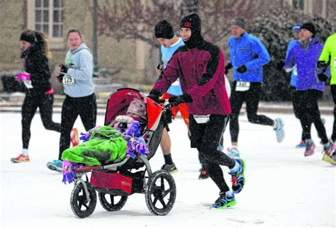 runners battle cold snow in niles local southbendtribune