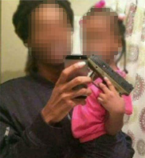 chicago police hunt man   photo  toddler holding