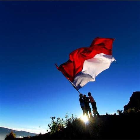 merak putih bendera merah putih bendera bangsaku proud indonesian