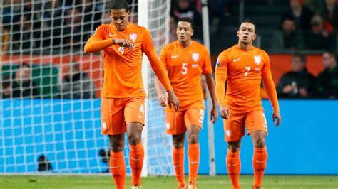 22 juni terwijl het ek nog in volle gang is, bereiden de eredivisieclubs zich langzaam maar zeker voor op het nieuwe seizoen. Nederlands elftal verliest van Tsjechië en mist EK | NU ...
