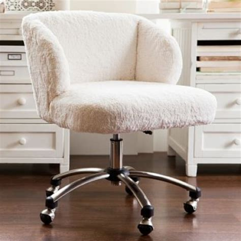 cute desks for small rooms i love this really cute desk chair my dream bedroom