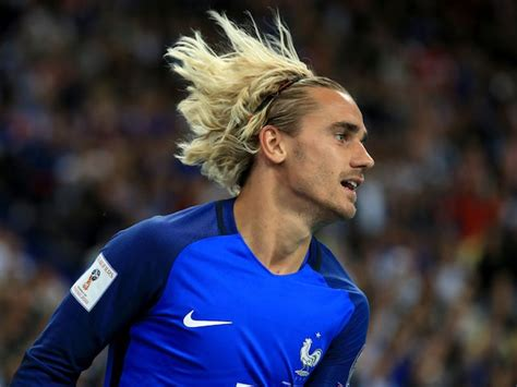 Antoine griezmann says he will refuse to cut his hair even if barcelona demand him to change it. Long Antoine Griezmann Hairstyle