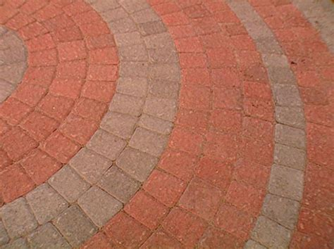How to Lay a Circular Paver Patio   how tos   DIY