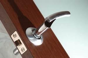 Türen Verschönern Ohne Streichen : welche materialien und werkzeuge man zum tapezieren ~ Lizthompson.info Haus und Dekorationen