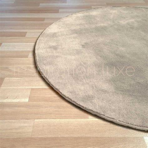 tapis rond sur mesure beige en viscose rond par inspiration luxe editions