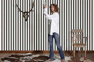 Wandgestaltung in streifen wande im streifenkleid for Markise balkon mit tapete zebra look