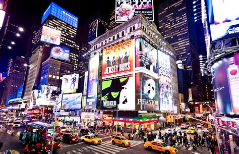 selling broadway 39 s razzle dazzle in a tech fueled world huffpost