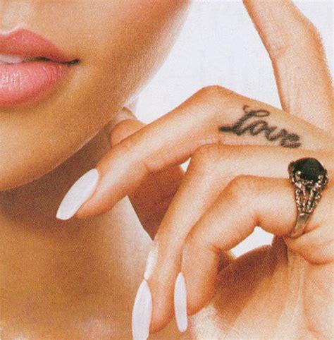 tatouage rihanna tattoo nuque de rihanna tattoos hanche