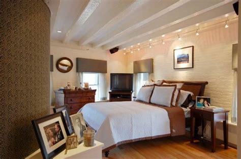 éclairage chambre à coucher spot sur rail idées pour un éclairage moderne