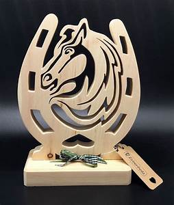 Pferdekopf Aus Holz : pferdekopf mit hufeisen aus zirbenholz argon geschenke ~ A.2002-acura-tl-radio.info Haus und Dekorationen