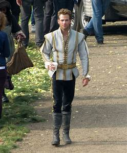 Chris Pine looked rather princely on the UK set of Into ...