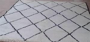 Tapis Geometrique Noir Et Blanc : tapis berb re vente tapis berbere laine noir et blanc pas cher ~ Teatrodelosmanantiales.com Idées de Décoration