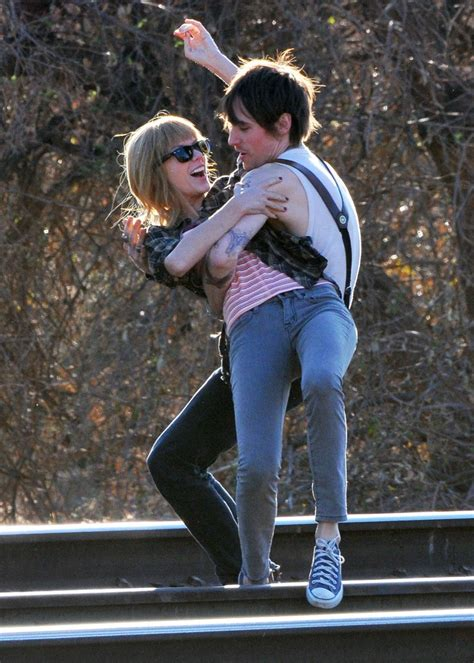 Photos: Taylor Swift Flaunts Short Pink Hair on the Set of ...