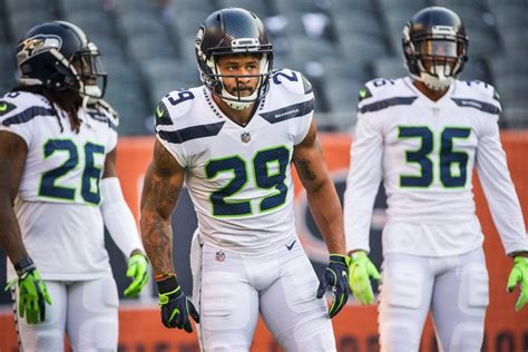 seahawks roster set  cowboys game earl thomas