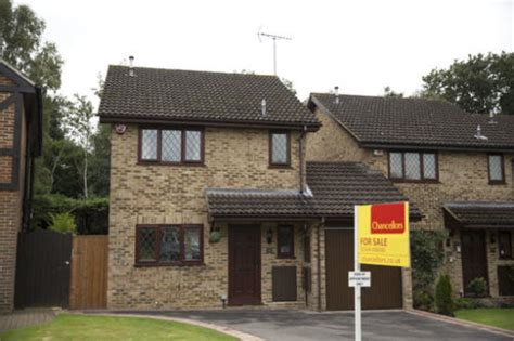 potter s 4 privet drive house is selling to muggle cupboard included harry potter s house is up for in Harry