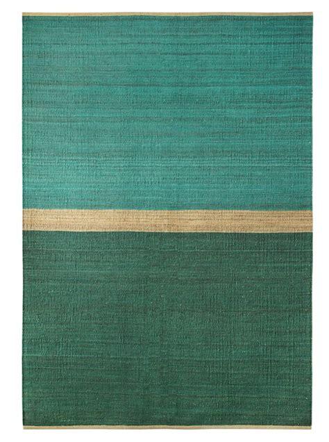 tapis bleu et vert tapis field chanvre vert bleu 170x250cm brita sweden interiors
