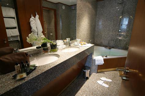 salle de bain file salle de bains en granite hotel jpg