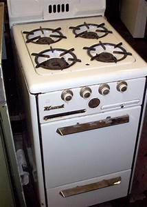 Apartment size gas stove lost in the 5039s pinterest for Apartment size stove gas