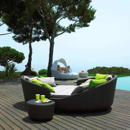 chaise longue en teck mobilier de terrasse comment choisir le bon le