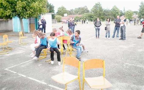 jeu des chaises musicales mariage des jeux pour fêter la fin de l ée scolaire sud ouest fr
