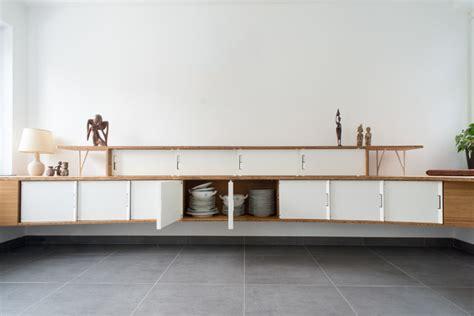 cuisine en longueur grand meuble buffet suspendu moderne salle à manger