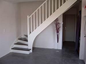 peindre escalier bois en gris myqtocom With ordinary peindre un escalier bois 3 un escalier en bois peint en gris ce serait le bonheur