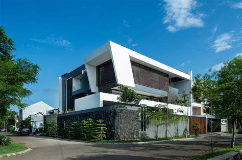 Dp+hs Architects Designs A Contemporary Home In Jakarta