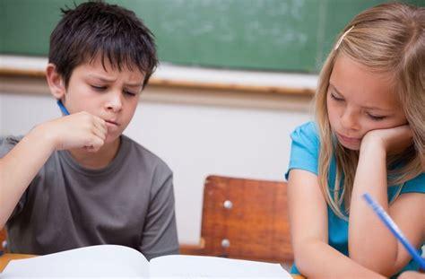 jungen  der schule gruende fuer die krise