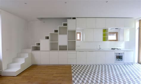 amenagement placard cuisine aménagement d un placard sous escalier et d une cuisine en continuité cuisine escalier