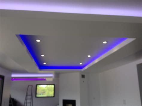 installer ruban led plafond perherin 233 lectricit 233 d 233 crocher de plafond avec ruban led rgb