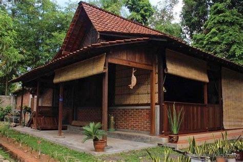Termasuk interior minimalis, model minimalis 2 lantai 3 lantai dengan kolam. Rumah Klasik Sederhana Dari Bambu - Desain Rumah