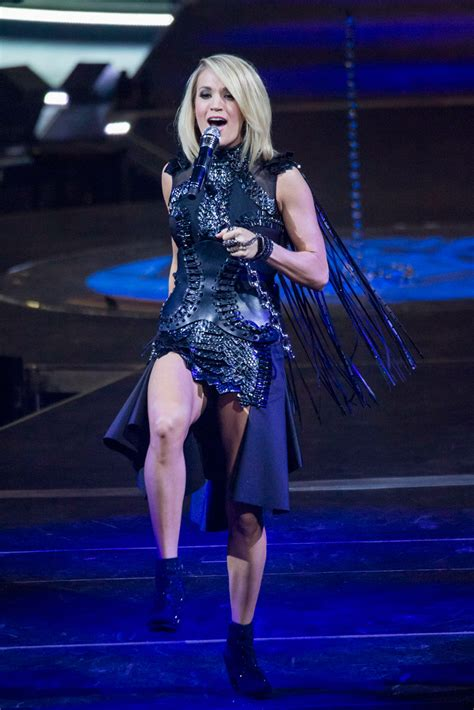 carrie underwood kelly clarkson  perform  american