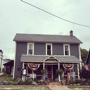 The Farmhouse Bed Breakfast And Eatery Metamora