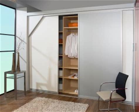 Kleines Badezimmer Schräge by Ihre Dachschr 228 Ge Mit Schiebet 252 Ren Und Mit Inova Gestalten