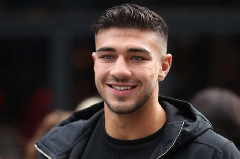 Molly mae hague steps out with maura higgins and tommy fury after revealing 'scary' mole diagnosis. Tommy Fury 'in talks for Dancing On Ice 2020' | Entertainment Daily