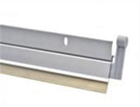 bas de porte pivotant chauffage electrique comparez montage bas de porte pivotant axton