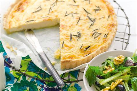 cuisiner celeri branche tarte au céleri branche cuisiner c 39 est facile