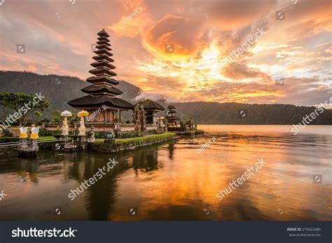 Pura Ulun Danu Bratan Hindu Temple Stock Photo 279422480
