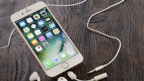 apple lanza un adaptador para conectar el cargador y auriculares al mismo tiempo
