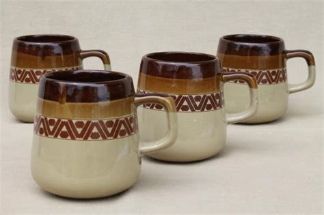 Vintage Pottery Coffee Mugs, 70s Retro Brown Band Tribal Gloria Jeans Coffee Singapore Caveman Vancouver Starbucks Menu Other Than Drink Supermarket Tamworth Images Epping Plaza Kuwait
