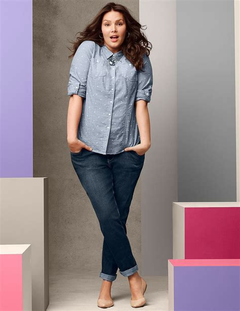 How to wear a plus size denim shirt in style - curvyoutfits.com