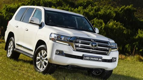 2019 Toyota Land Cruiser  Rear High Resolution Image