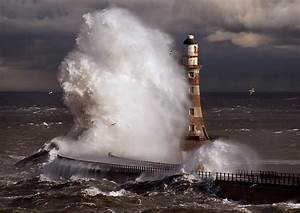Panoramio - Photo of Roker lighthouse storm, www.jk247.co.uk