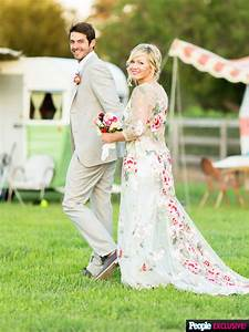Details on Jennie Garth's One of a Kind Floral & Lace Wedding Gown