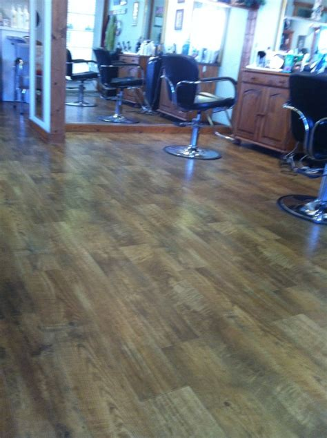 Linoleum Parkett Holzoptik by Amazing Linoleum At My Hair Salon Looks And Feels Like