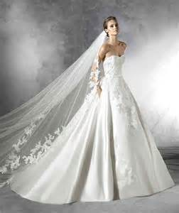 robe de mariã e tours robe de mariée de princesse avec longue traine robe de mariée princesse orientale robe de