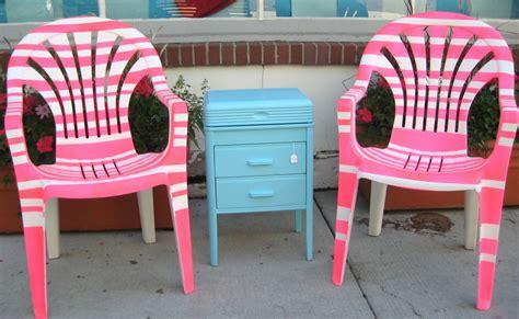 repeindre des chaises en plastique repeindre une chaise en bois free la peinture couleur