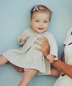 Photo De Bébé Fille : coiffure b b fille 62 id es faciles et trop mignonnes ~ Melissatoandfro.com Idées de Décoration