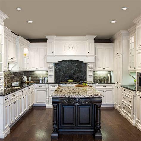 cuisine blanche classique avec ilot brun et comptoir de